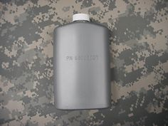 US MILITARY PLASTIC 1 PINT PILOT FLASK / CANTEEN, SILVER
