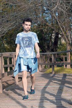 lookbyjorjao-look-camiseta-floral-camisa-jeans-docksider-satinato-03