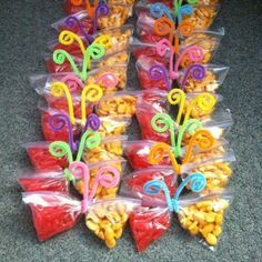 Healthy Snacks Discover 20 Creativas maneras para regalarle dulces a los niños Snack time fun for little kids! Made these for the kindergarteners on my last day of work and they loved them Class Snacks, Classroom Snacks, Preschool Snacks, Classroom Birthday Treats, Birthday Treats For School, Butterfly Snacks, Butterfly Party, Easter Snacks, Easter Treats