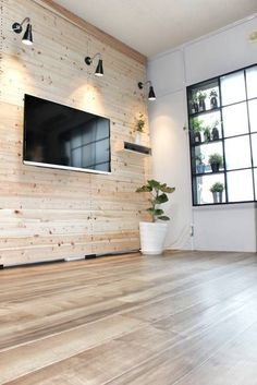 ずっと憧れていた壁掛けテレビをラブリコを使って作ってみました▽