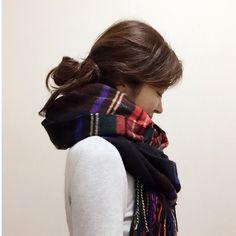質問のお返事♡ストールの巻き方 | Sayakaオフィシャルブログ「Sayaka's Diary」Powered by Ameba People Poses, Plaid Scarf, Scarves, Dreadlocks, Hair Styles, Beauty, Fashion, Scarf Tieing, Scarfs