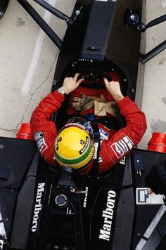 Ayrton Senna l Formula 1 Racing Formula 1 Car, Kart, F1 Drivers, F1 Racing, Car And Driver, Vintage Racing, Courses, Fast Cars, Grand Prix