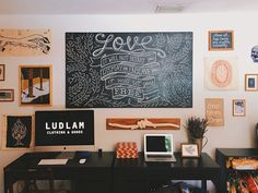 I love to feature Office and Workspace designs here and I gathered some of the best workspaces from the users of Flickr and Dribbble community for inspiration. So, if you're planning to redo your w…