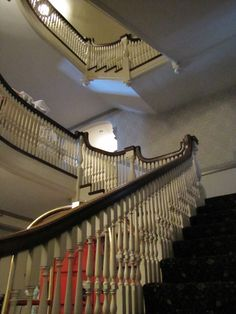 An eerie night ghost hunting at The Stanley Hotel, otherwise known as the haunted hotel that inspired The Shining. Spooky Places, Haunted Places, Abandoned Places, Stanley Hotel Colorado, The Stanley Hotel, Cream Wall Paint, Scary Dreams, Haunted Hotel, Equestrian Decor