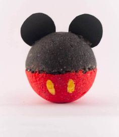 DIY Bath bomb recipes are super hot right now! Lush inspired bath bombs will turn your ordinary bath into a spa, but why buy when you can DIY! Mickey Mouse, Disney Mickey, Bath Bomb Packaging, Packaging Ideas, Bath Boms, Homemade Bath Bombs, Homemade Soaps, Bombe Recipe, Shower Bombs