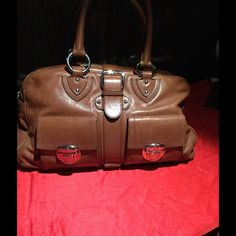 Marc Jacobs Manhattan bag Gorgeous Marc Jacobs Manhattan all leather bag. Leather is gorgeous, this is a used bag but in nice condition. All leather on the outside and sued on the inside. Pictures don't do this beauty justice. All sales are final. Trade value 300 Marc Jacobs Bags Shoulder Bags