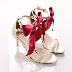 mayla classic | マイラ クラシック Pump Shoes, Shoes Sandals, Pumps, Love Fashion, Womens Fashion, Sock Shoes, Kitten Heels, Slip On, Shoe Bag