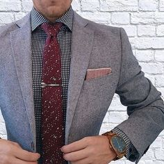 Our port wine skinny tie in action styled by @thedapperjuan! (Style Number: DA5350) #ootd #ootdmen #menswear #mensfashion #menstyle #bowsnties #dapper #style