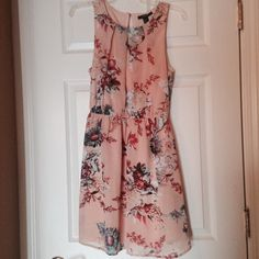 Peach Floral Print Dress! New! Brand New! Flower print with earthy tones. Dress is fully lined and simply beautiful. Great for a wedding, bridal shower or vacation! Forever 21 Dresses