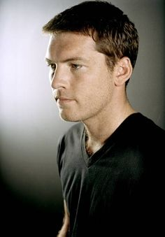 Even though I probably shouldn't say it...Sam Worthington is totally how I picture Chaol. <3