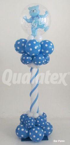 Columna de globos de látex con temática de osito para baby shower. #DecoracionBabyShower