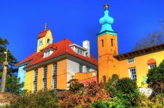 Portmeirion Village: colourful buildings