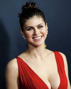 Alexandra Daddario (Ruby Taft) x-post from r/gentlemanboners 10 Most Beautiful Women, Beautiful Celebrities, Beautiful Actresses, Beautiful Smile, Hollywood Celebrities, Hollywood Actresses, Alexandra Daddario Images, Actrices Hollywood, Female Actresses
