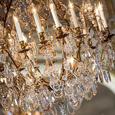 [Decoration] - ⚜️ Discover Paris in the elegance & luxury of a 5-star hotel • [Decoration] - ⚜️ Découvrez Paris dans l'élégance & le luxe d'un hôtel 5 étoiles • #livingthereginalife #ThePreferredLife • #hotelreginaparis #leshotelsbaverez #interiordesign #architecture #lighting #chandelier #louvre #paris #hotellovers #travel #traveltheworld #parisluxurylifestyle #parisianlife #parisjetaime #visitparis #livethefrenchway #hotellife #parisian #parislife #luxuryhotel #travelandleisure Five Star Hotel, 5 Star Hotels, The French Way, Louvre Paris, Best Location, Chandelier, Ceiling Lights, Architecture, Decoration