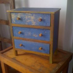 Little mustard and blue chest
