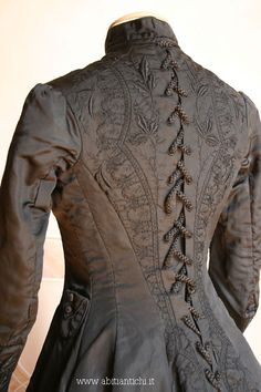 """pearlconcubine: """" oldrags: """" Mourning dress, ca 1877, Abiti Antichi """" Mourning dress is such a fascinating part of clothing history. """""""