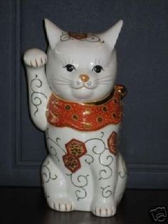 Maneki Neko Lucky Cat Moriage 9 Up for auction is a vintage Kutani? It is 9 tall. It is in good condition with no paint loss, chips or cracks. Japanese Cat, Japanese Beauty, Maneki Neko, Cat Doll, Chinoiserie, Cat Art, Random Things, Chips, Porcelain