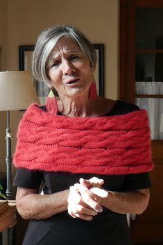 #cubrehombros #tejido #knit #pattern #tejerconlucila #tejer #tecnicasdeltejido Crochet Poncho, Crochet Fashion, Loom Knitting, Jane Austen, Diy Clothes, Knitting Patterns, Kids Fashion, Diy Crafts, Couture