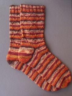 THE chaussette! Cute Socks, Knitting Patterns, Knit Crochet, Couture, French, Sewing, Boutique, Pin Terest, Clothes