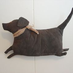 Fat Lab, A Primitive Folk Art Dog Pattern from Raven's Haven