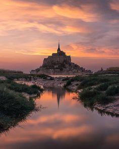 Mont Saint Michel France, Famous Buildings, Kirchen, Travel Abroad, Europe, Amazing Architecture, Pretty Pictures, Wonders Of The World, Paris France