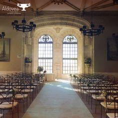 Una #ceremonia también puede resultar increíblemente elegante en un salón interior como el del Castillo de Viñuelas. #bodas2018 #espaciosparabodas