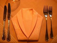 DIY table decoration with napkin shapes - Photo Pattern And Decoration, Decoration Table, Cloth Napkins, Paper Napkins, Orange Kitchen, Birthday Table, Napkin Folding, Wedding Napkins, Romantic Dinners