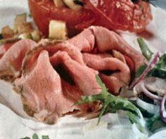 """Per portare in tavola il """"#roast-beef ed insalata"""" cominciamo con lo scaldare il forno a 220°; pepiamo la carne e spalmiamoci sopra salsa Worchestershire. ...continua su ... http://www.treschef.com/roast-beef-ed-insalata/"""