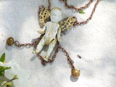 """Sautoir:""""Somebody in my garden...."""" ange ou fée c'est la question!!! : Collier par midiaquatorzeheures"""