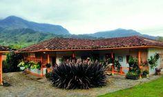 Casa de campo - Antioquia -Colombia Cabin, House Styles, Places, Home Decor, Cottage, Live, Little Cottages, Decoration Home, Room Decor