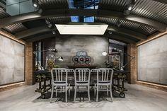 Fabuloft - Cersaie 2015 - Stand Novoceram - #exhibition #stand #scenographie #booth #carrelage #cersaie #ferme #cersaie2015 #style #industriel #WeLoftYou #usine #loft  http://www.novoceram.fr/blog/scenographies/fabuloft