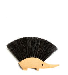 Traditional and handmade natural wooden brushes for cleaning your home, your food, and your body. Wooden handle with fiber bristles. Made in Germany and Sweden. Brooms And Brushes, Enamel Dishes, Wooden Brush, Pencil Shavings, Linen Napkins, Horse Hair, Wooden Handles, Home Decor Inspiration, General Store