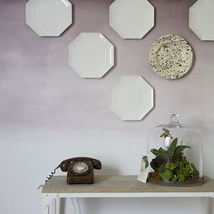 Flur Diele Wohnideen Möbel Dekoration Decoration Living Idea Interiors home corridor - Pale lila Flur mit Platten Wand-Display