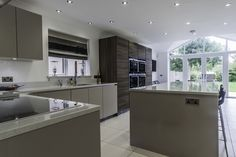Gloss Cashmere & Grey Acacia Units, Siemens Appliances & Crystal Quartz White Worktops - Hutton Kitchens Open Plan Kitchen Living Room, Kitchen Family Rooms, New Kitchen, Kitchen Ideas, Kitchen Inspiration, Kitchen Decor, Cashmere Shaker Kitchen, Cashmere Gloss Kitchen, Kitchen Interior