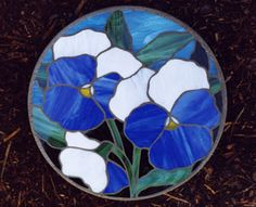 Stained glass stepping stone blue pansy - Stained glass stepping stone blue pansy Informations About Stained glass stepping stone blue pansy P - Mosaic Garden Art, Mosaic Flower Pots, Mosaic Pots, Mosaic Glass, Pebble Mosaic, Stained Glass Flowers, Stained Glass Art, Stained Glass Projects, Stained Glass Patterns