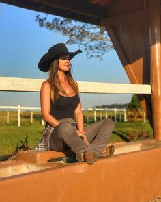 Alligator skin hat, crocodile skin hat, alligator skin baseball cap and crocodile baseball cap for sale, all of our genuine alligator and crocodile skin hats are handcrafted by skilled and professional craftsmen. Country Girl Outfits, Sexy Cowgirl Outfits, Hot Country Girls, Country Girl Style, Country Women, Redneck Girl Outfits, Country Music, Cowgirl Clothing, Cowgirl Fashion