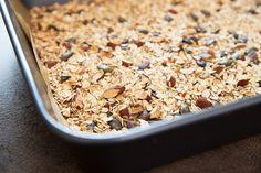 Domácí müsli tyčinky - Proženy Muesli, Granola, How To Dry Basil, Herbs, Fitness, Herb, Medicinal Plants