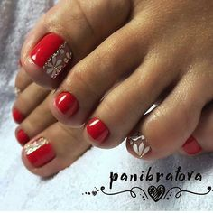 What Christmas manicure to choose for a festive mood - My Nails Pedicure Designs, Pedicure Nail Art, Toe Nail Designs, Manicure And Pedicure, Pretty Toe Nails, Cute Toe Nails, Diy Nails, Pretty Pedicures, Toe Nail Color
