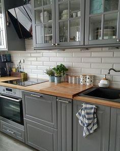 Trochę zielonego i od razu lepiej  Kończe ostatni wpis weekendowy i idę się pakować. Pyszności w weekend na blogu! #kuchnia #skandynawskakuchnia #szarakuchnia #greykitchen #scandinaviankitchen #scandikitchen #skandynawski #ikeakitchen #ikea #apartment #design #decoration #decor #myhome #grey #white #blackandwhite #mieszkanie