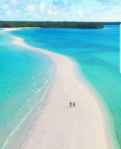 Caminos y Piedras Camino entre islas es Kei Island Indonesia. http://ift.tt/2jPilzh