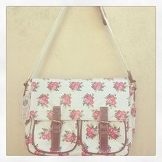 White floral saddle bag www.facebook.com/ihearthomes Saddle Bags, Facebook, Floral, Gifts, Fashion, Moda, Presents, Fashion Styles, Flowers