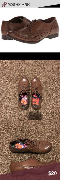Rocket Dog Judson Oxfords Brand new Rocket Dog oxfords. Super cute! I'm always open to reasonable offers! Rocket Dog Shoes Flats & Loafers