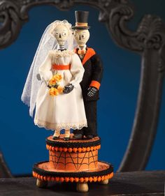 Halloween Wedded Bliss - this would make a great wedding cake topper for those of you wedded on Halloween!