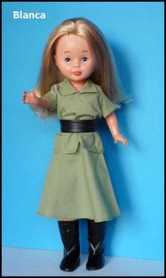 """Nancy con el modelo """"safari"""" del catálogo de 1976 (para completar el modelo le falta el pañuelo de color amarillo)"""