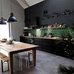 Kitchen Tiles Models Samples and Prices - cuisine breuil Home Decor Kitchen, New Kitchen, Home Kitchens, Vintage Kitchen, Green Kitchen Designs, Interior Design Living Room, Küchen Design, Design Ideas, Cuisines Design