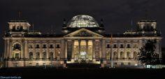 Reichstagsgebäude Berlin bei Nacht.  http://besuch-berlin.de
