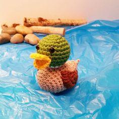 #220416 #häkelente #amigurumiduck #erpel #stockente #crochetduck #mallardduck #crochet #amigurumi #ente #duck #hækletand #crochetduckling #hækling #gråand #crochetamigurumi #hækle #crochetanimal #instahäkeln #instacrochet by b.noiram