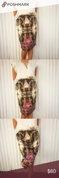 Vince camuto print skirt Beatiful versace inspired skirt, fully lined with zipper closing, with back slit. Vince Camuto Skirts Midi