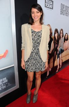 """Aubrey Plaza Photos: The Red Carpet at the Premiere of """"Our Idiot Brother"""""""