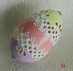 Egg Crafts, Easter Crafts, Hobbies And Crafts, Arts And Crafts, Eastern Eggs, Types Of Eggs, Egg Shell Art, Christmas Bulbs, Christmas Crafts